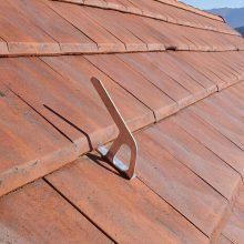 Crochet d'ancrage VERTIC BWOOD sur toiture tuiles